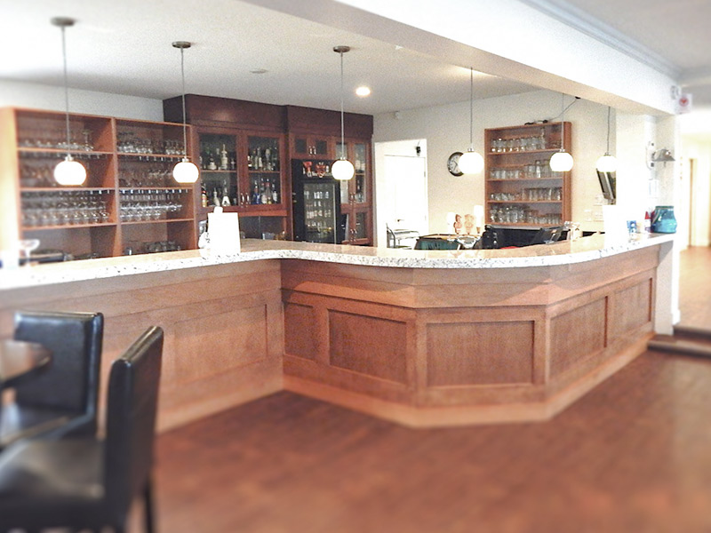 West Kelowna Yacht Club - Full Service Bar